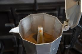 Come decalcificare una caffettiera passo dopo…
